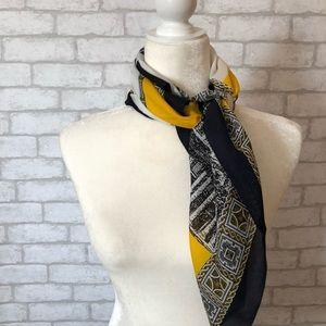 Coliseum scarf